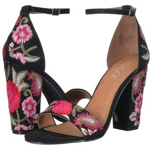 NWOB Floral Embroidered Chunky Heel Sugar Size 10